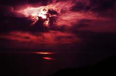 赤い海と空